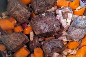 Boeuf-bourguignon-maison-cuisson-legume