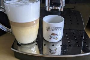 2-Delonghi-Magnifica-S-cafe-cappuccino